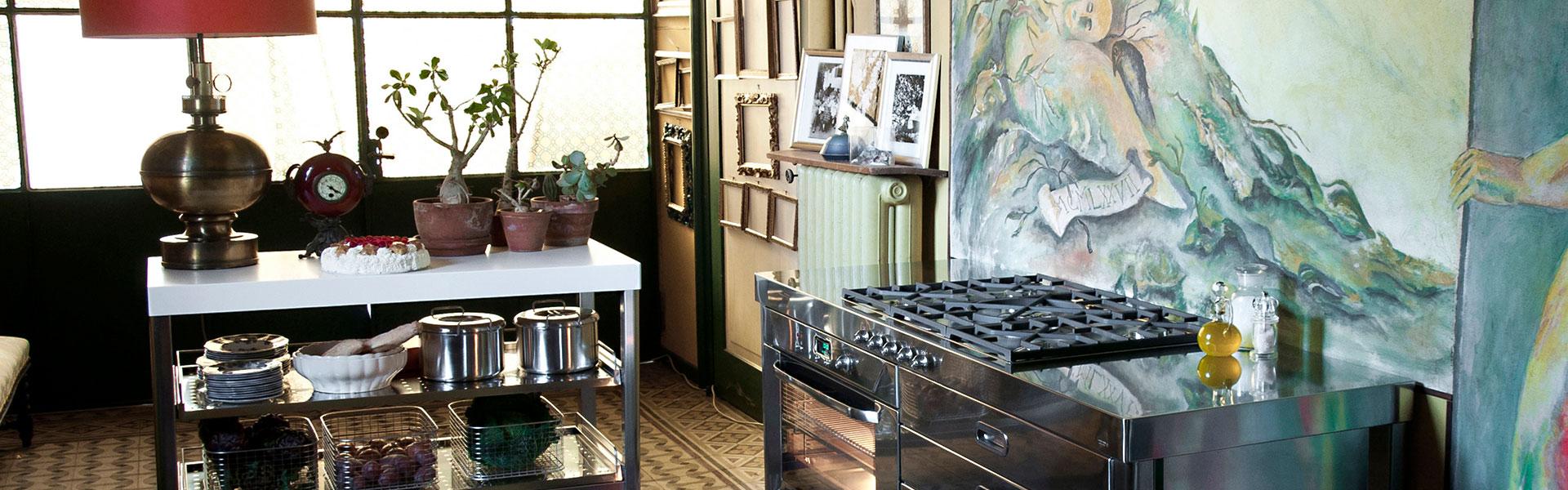 Küche mit Edelstahl-Elementen