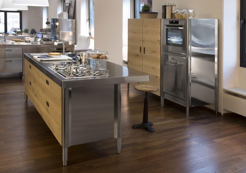 Edelstahl-Küche 250 cm - Spülen, Kochen, Lagern, Arbeitsplatte mit Theke, Hochschrank für Backofen und Geschirrspüler. Hochschrank für Kühlschrank
