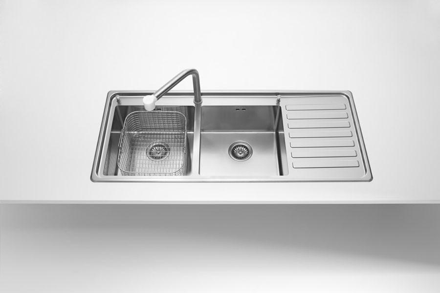 Einbauspülen mit einem oder zwei Becken, ovaler Schale, Abtropffläche glatt oder strukturiert
