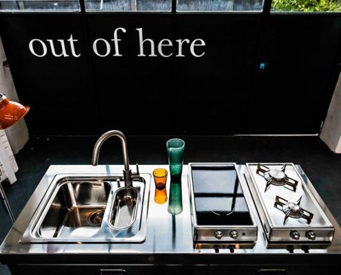 Küchenelement Spülen/Kochen auf rutschfesten Rädern